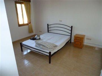 15-downstairs-bedroom