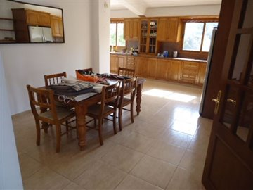 5-dining-in-kitchen-area