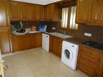 8a-seperate-kitchen