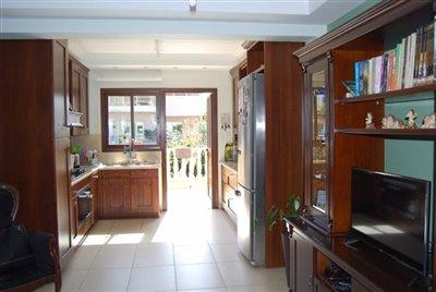 06-kitchen-area