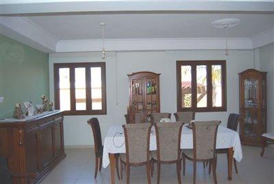 13-main-dining-area