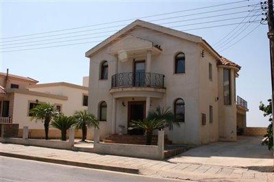 front-of-villa-3