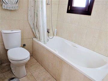 8-family-bathroom