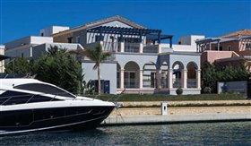 Image No.0-Villa de 4 chambres à vendre à Limassol Marina