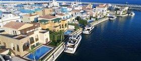Image No.1-Villa de 4 chambres à vendre à Limassol Marina