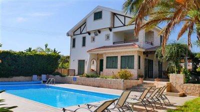 front-of-villa-pool