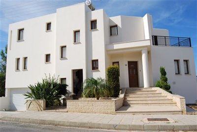 1-exterior-of-villa-with-access-to-apartment-