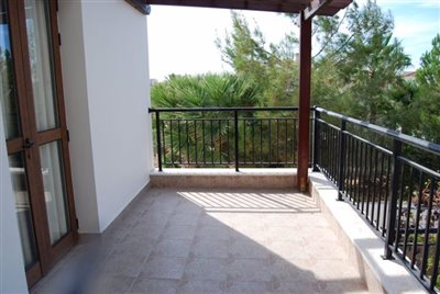 12-veranda-accessed-by-two-bedrooms