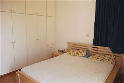 24-bedroom-with-fitted-wardrobes-in-apartment