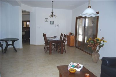 4-lounge-and-dining-area