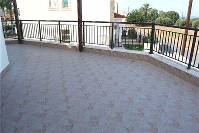 6-veranda-accessed-from-lounge