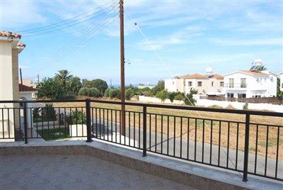 5-veranda-accessed-from-lounge