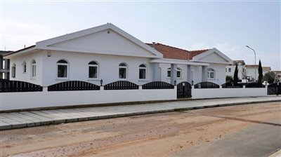 front-of-bungalow-1