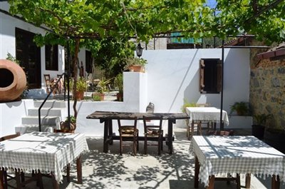 outdoor-dining-terrace