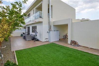 rear-garden-patio-area-1