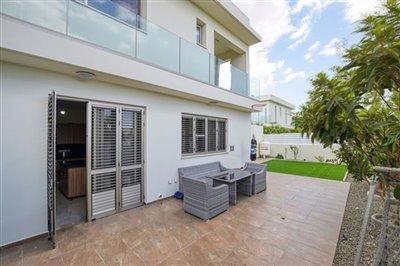 rear-garden-patio-area-2