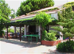Image No.2-Maison de 7 chambres à vendre à Campofelice di Roccella