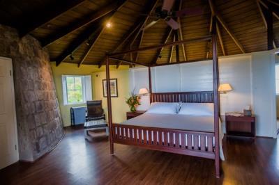 9-Master-Bedroom--1320
