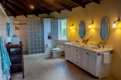 11-Master-Bathroom-1336