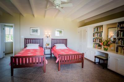 12-Guest-Bedroom-on-the-ground-Floor--1353