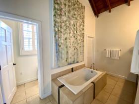 Image No.24-5 Bed Villa / Detached for sale