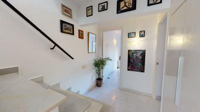 Hallway-Stairs--4-