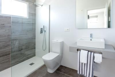 Resize-17-Bathroom-1st-floor