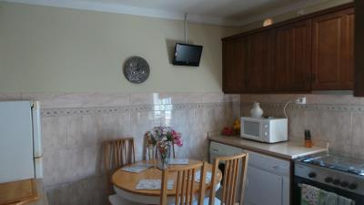 KITCHEN-MICROWAVE-AND-TV