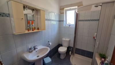 Second-shower-room