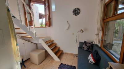 1th-Maisonette---Living-room-3