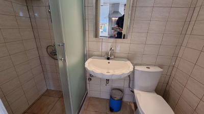 1th-Maisonette---Shower