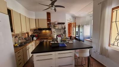 Main-house---Kitchen-3