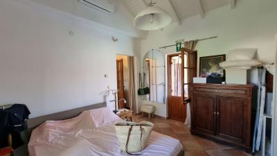 Main-house---Main-bedroom-2