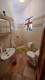 Main-House---Shower-room