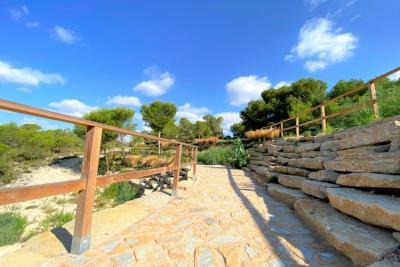 las-colinas-golf-and-country-club---fenced-walk-way---las-colinas-property-for-sale